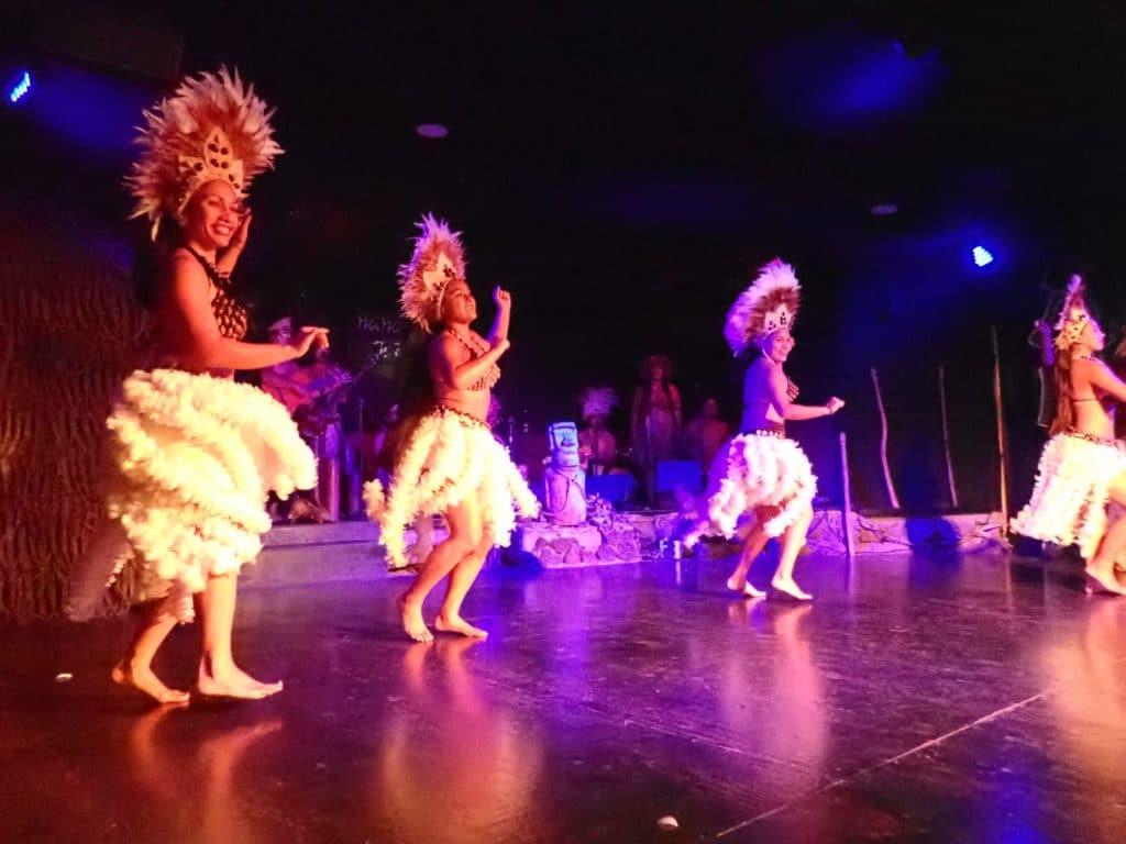 Rapa  Nui dance show